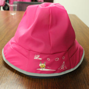 Rosy Red Cartoon PU Rain Hat /Rain Cap/Raincoat for Children pictures & photos