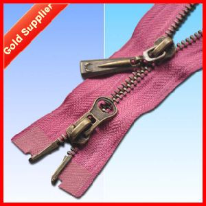 Over 9000 Designs Ningbo Golden Brass Zipper pictures & photos