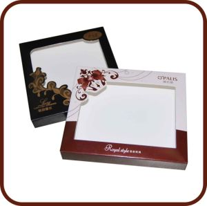 Custom Magnet Closure Folding Paper Gift Box and PVC Windows pictures & photos