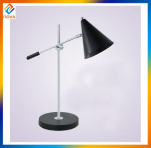 European Style Living Room Bedside Antique Metal LED Floor Lamp pictures & photos