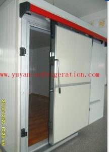Firproofed Sliding Door for Cold Room pictures & photos