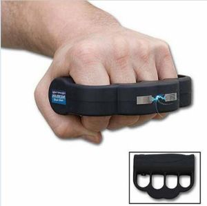Rechargeable Police Flashlight Stun Guns (105) pictures & photos