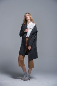 Ladies Sweater Coat Wool Acrylic Cardigan Warm Autumn Winter Loose pictures & photos
