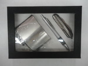 Promotion Hip Flask Set with Gifts Box pictures & photos