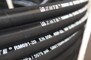 SAE100r15 Four or Six Layers Spiral Hydraulic Hose pictures & photos