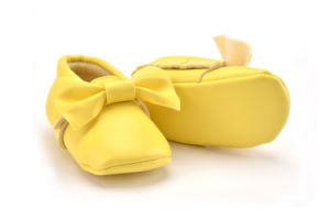 2017 Wholesale Soft Leather Fashion Baby Shoes pictures & photos