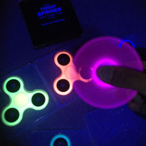 Glow in The Dark Luminous Fidget Hand Finger Tri Spinner pictures & photos