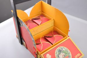 Luxury Paperboard Moon Cake Box with Hot Stamp Logo/Special Design Mooncake Boxes pictures & photos