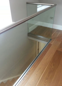 Interior Glass U Channel Railing for Stairwell pictures & photos