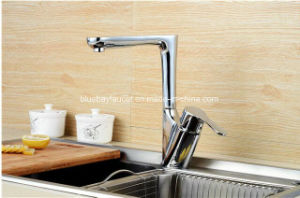 2016 Long Neck Brass Kitchen Tap pictures & photos