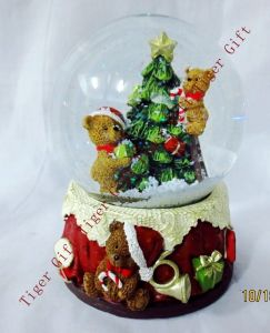 Polyresin Christmas Snowglobe W/Bear and Tree Tg2263