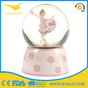 Crystal Resin Water Snow Globe Ball Gifts for Sale pictures & photos