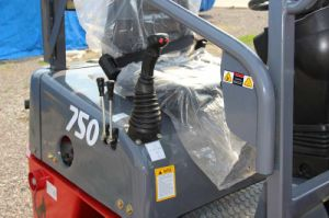 Multi-Function Ce Approved Mini 750 Mini Loader with Perkins Engine pictures & photos