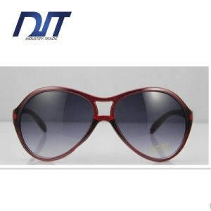 Pilot Sunglasses 2016 Women Vintage Red Bamboo Sun Glasses Polarized pictures & photos