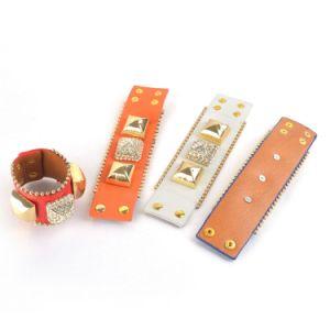 Diamond Pyramid Leather Bracelet (XJW1629) pictures & photos