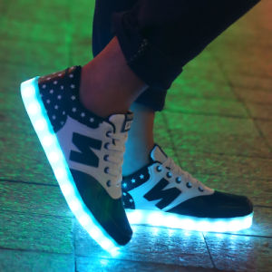 Factory Direct Sales of High Quality High Top Unisex LED Light Shoes pictures & photos