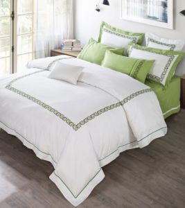 Top Quality Home Textiles Bed Linens Luxury Embroidery Bedding Set pictures & photos