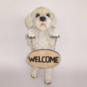 Polyresin Animal Figurine Dog with Welcome Sign Garden Statue pictures & photos