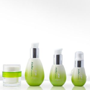 Low Price Luxury 120ml Cosmetic Lotion Plastic Pet Bottle pictures & photos