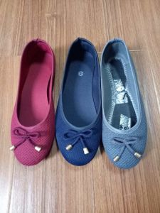 The Latest Design Women Flat Casual Canvas Shoes with Lace Bowknot pictures & photos