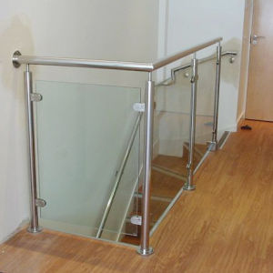 Foshan Best Glass Railing Balcony Stainless Steel Railing Design (HR1371B) pictures & photos