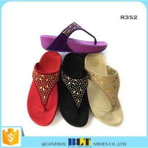 Hot Sale Woman Slippers with New Designs Women Slippers pictures & photos