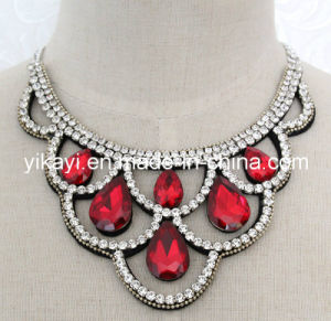 Lady Fashion Costume Jewelry Waterdrop Glass Crystal Pendant Necklace (JE0199) pictures & photos