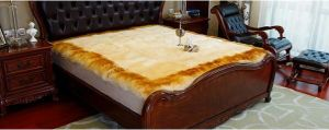 Genuine Merino Sheepskin Mattress Cover Golden Edge pictures & photos