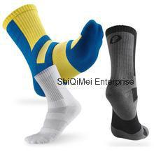 2016 New Design Custom Running Sport Socks pictures & photos