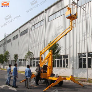 Four Wheels Articulated Platform Lift pictures & photos