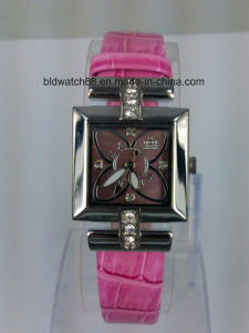 Ladies Fashion Leather Small Wrist Watch with Stainless Steel Case pictures & photos