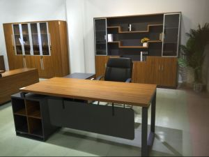 Stylish Office Desk with Modesty Panel Popular in United States pictures & photos