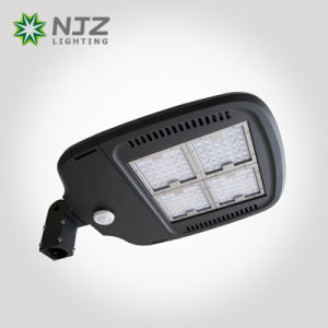 2017 UL Dlc FCC IP66 Ik08 Waterproof LED Light pictures & photos