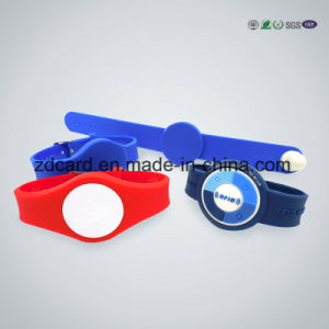 Clasp Silicone Wrist Strap RFID Wristband pictures & photos