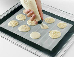 Food Grade Silicone Baking Sheet for Bread or Cake pictures & photos