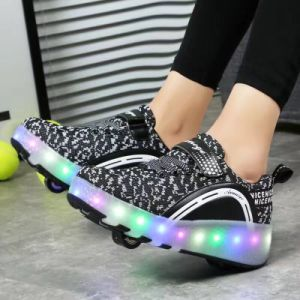 2017 Fashion Kids LED Light 1 Wheel Roller Rollerskate Simulation Flashing Shoes pictures & photos