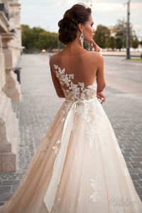 Jeneva Design Multilayer A Line Tulle off White Wedding Dresses pictures & photos