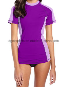 Woman UV Protection Rash Guard with Short Sleeve pictures & photos
