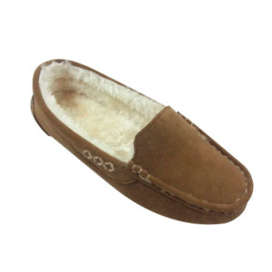 The Yarn Line with Woman′s Warm Moccasin Shoes pictures & photos