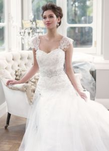 2014 Latest A-Line Lace/Tulle Train Hotel Bridal Wedding Dress (OGT015W)