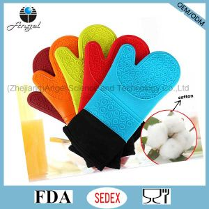 Hot Sale Longer and Thicker Silicone Kitchen Cooking Glove Sg08 pictures & photos