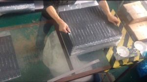 Rubber and Silicone Cutting Machine Made in China pictures & photos
