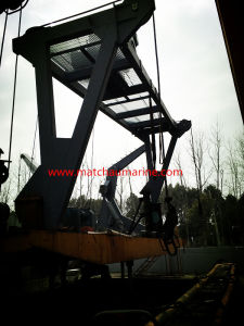 China Competitive Supplier 100 Persons Totally Enclosed Lifeboat and Davit pictures & photos