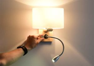 Very Useful Hotel Bedside Modern LED Sconces Wall Lamp Light with Wood Base for Reading pictures & photos