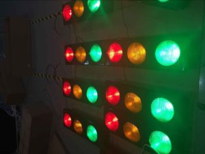 En12368 Approved New Design Red & Amber & Green LED Flashing Traffic Light for Roadway Security pictures & photos