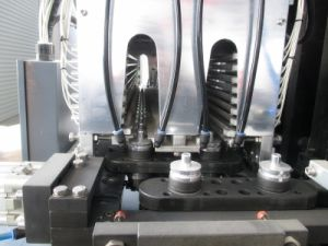 2c Plastic Stretch Blow Molding Machine for Pet Bottle pictures & photos