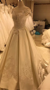 Satin Real Sample Wedding Dress Gown pictures & photos