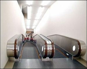 Opaque Balustrade Panel Moving Walk Made in China pictures & photos