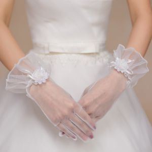 Short Tulle Five Finger Bridal Gloves for Wedding pictures & photos