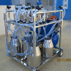 4 Bucket Portable Milking Machine pictures & photos